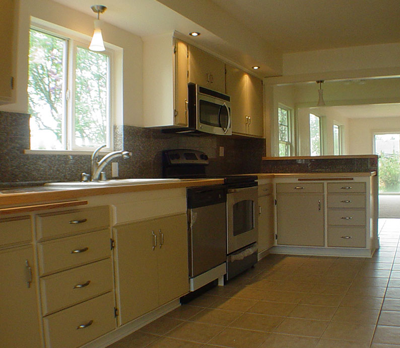 Best remodel contractor chehalis centralia remodeling plus for Local kitchen remodeling